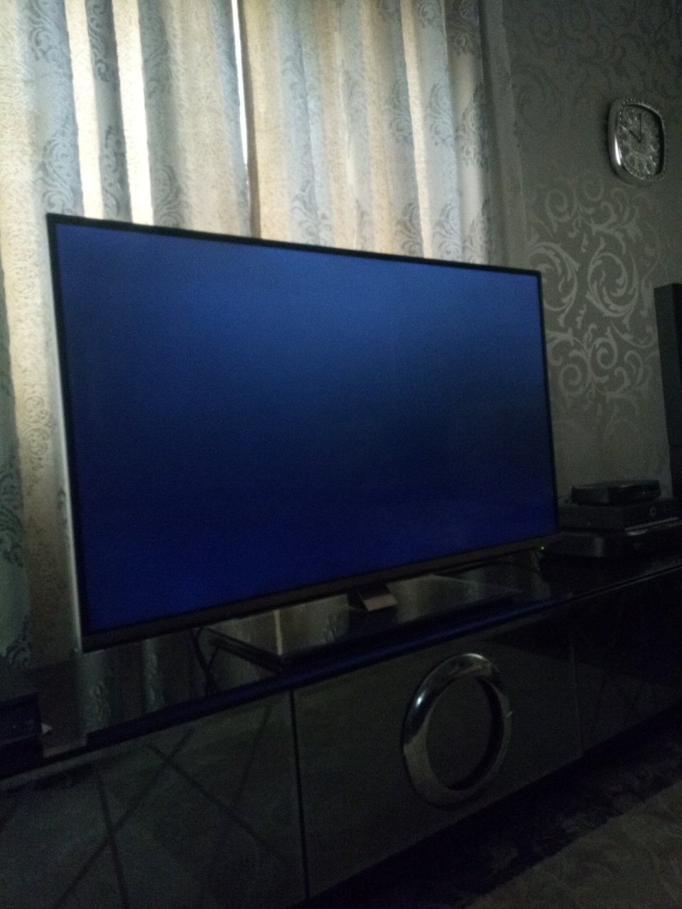 My JVC Smart Tv (LT-47n935 Series) Freeezes After Displaying